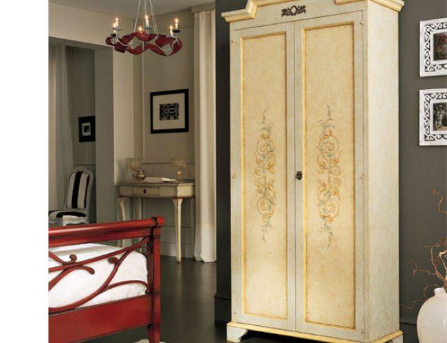 Appendiabiti da ingresso adatti a piccoli spazi con - Specchi da ingresso ...