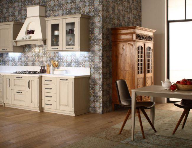 Come abbinare una cucina laccata a mobili in noce