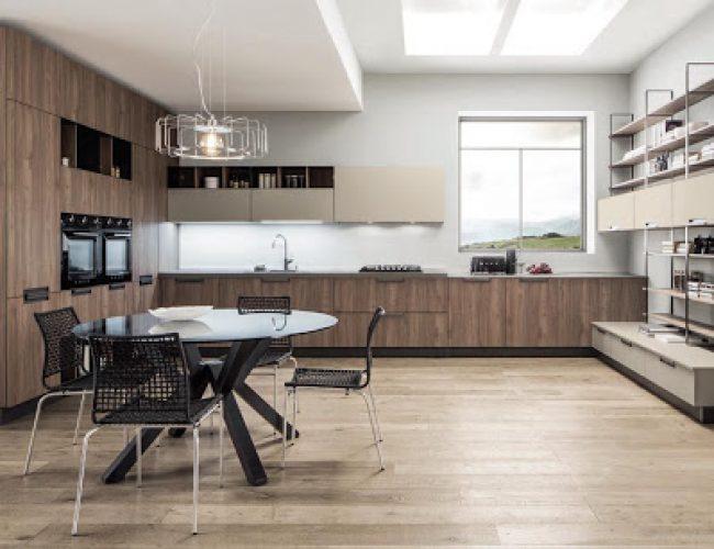 Cucina con colonne a soffitto modello Primavera da Paola Elisa Mobili
