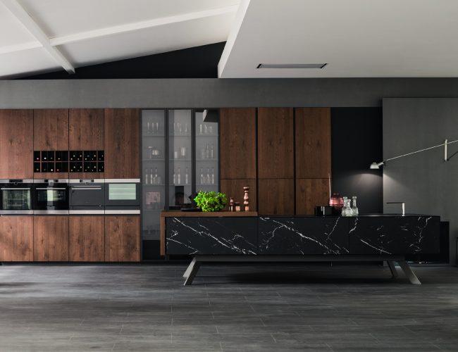 Loft di Arrex cucine in impiallacciato e marmo nero marquinia