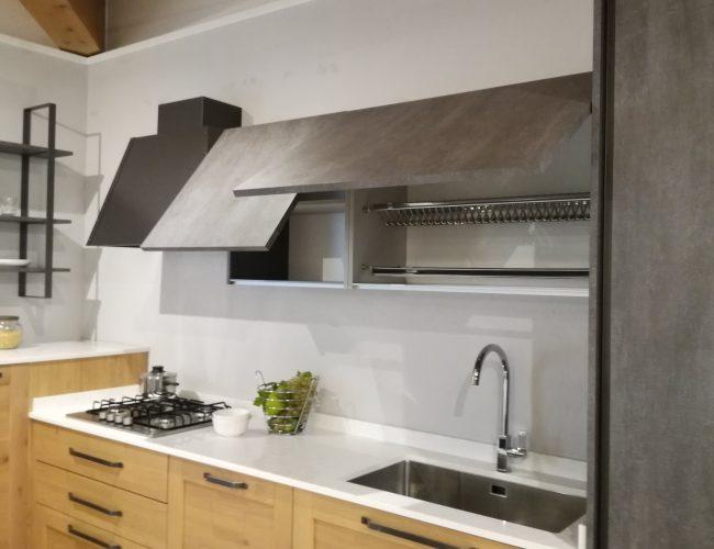 cucina moderna ad angolo accessoriata