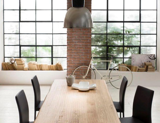 Tavolo con piano in legno naturale design industriale