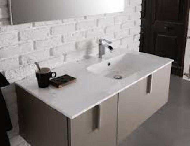 bagno moderno con un lavabo