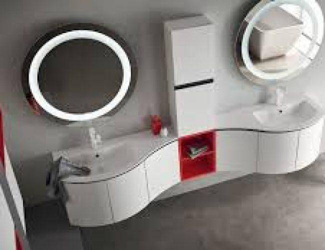 bagno sagomato con due lavabi