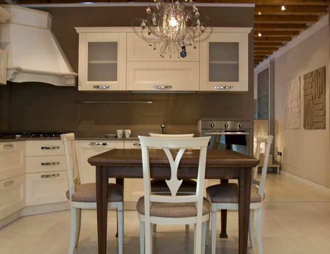 Cucina Gioia di Arrex in stile New Classic. Colore bianco e avorio.