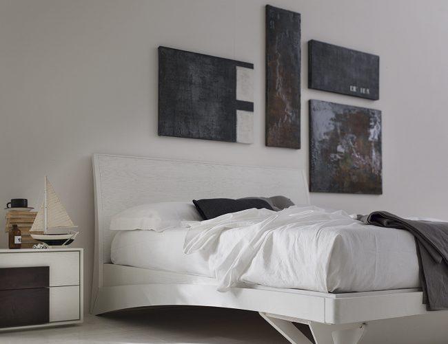 letto in legno laccato particolare sagomato