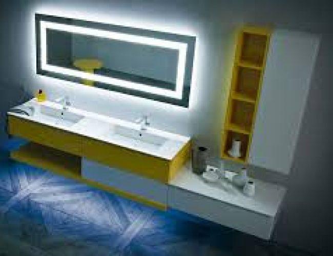 mobile bagno bianco e colorato