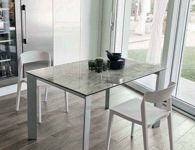tavolo rettangolare con piano effetto marmo