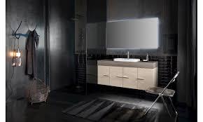 arredare un bagno con piastrelle scure