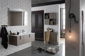 bagno con mobile sospeso