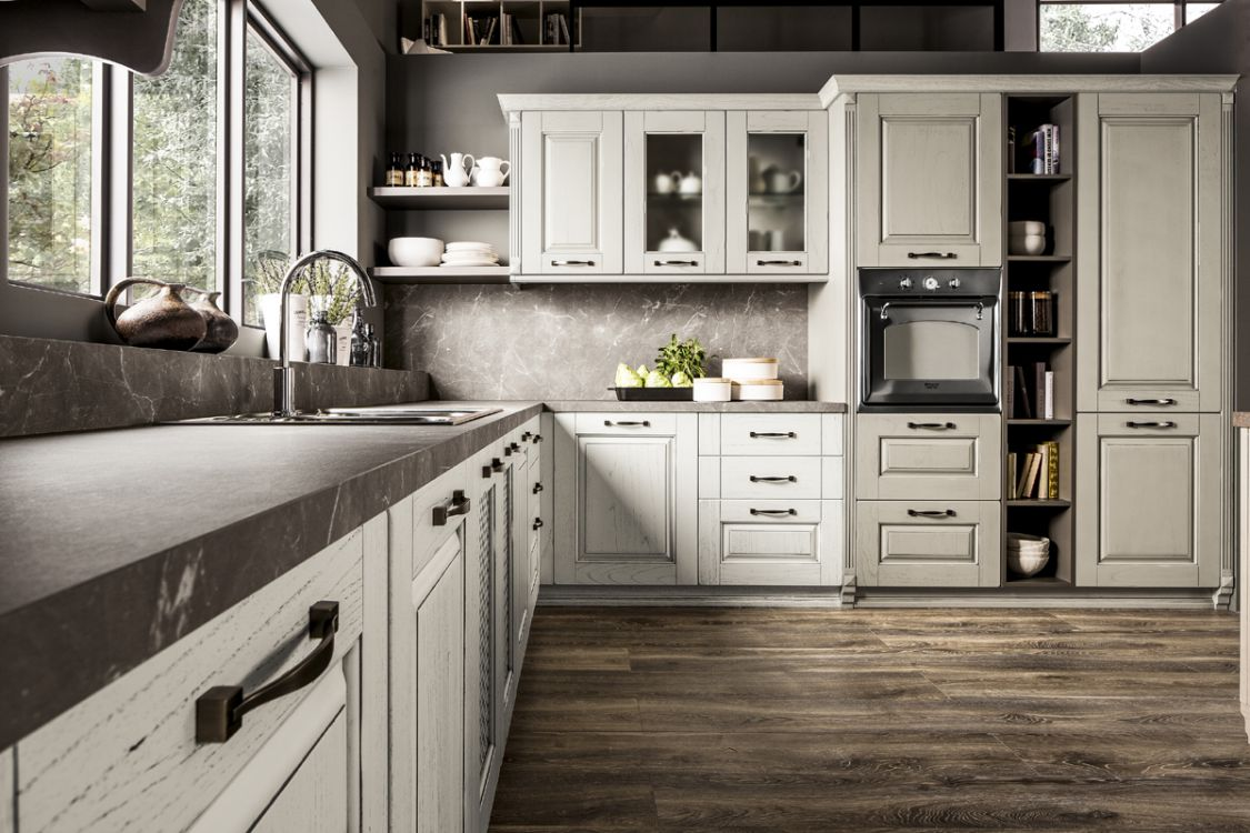 Cucina classica con particolari attuali da Paola Elisa Mobili