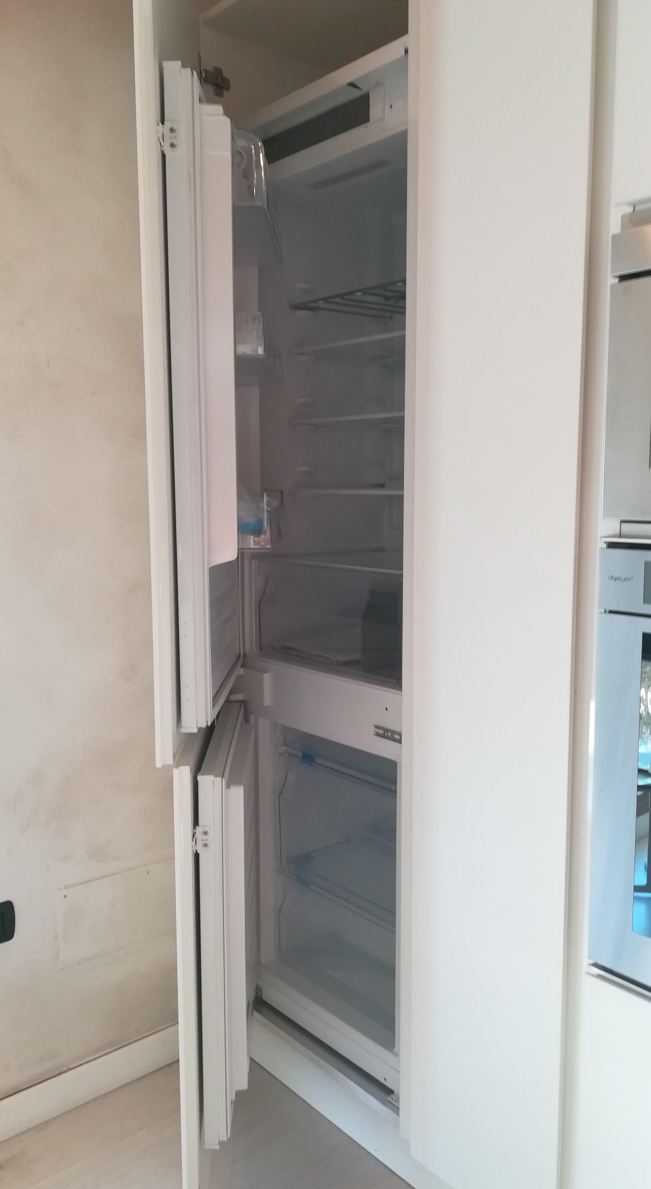 frigo congelatore incassato in cucina