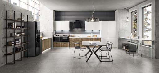 cucina effetto legno e bianco con piano lavoro bianco Iside e Atlanta