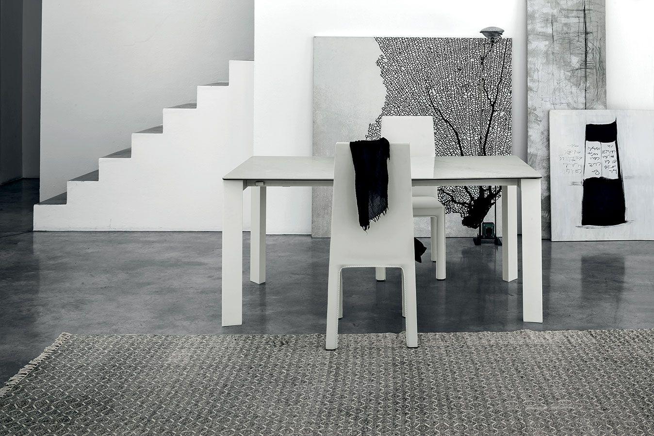 Tavolo total white con top marmo bianco carrara